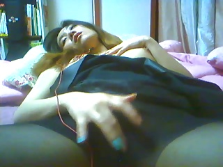 Korean babe masturbates on webcam 2