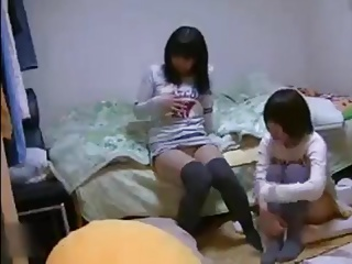 2 Amateur Japanese teens masturbate